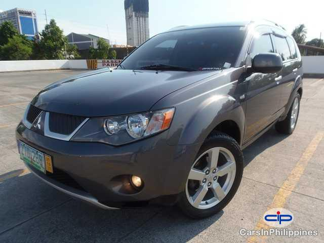 Pictures of Mitsubishi Outlander